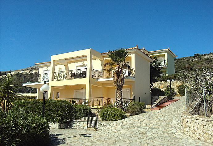 Skala Villa Yellow